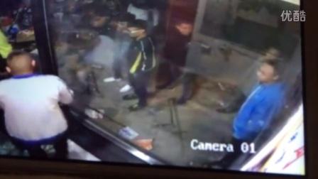在2015年10月5日山西省临汾市蒲县傍晚19时左右,黑社会团伙,手拿关公刀,钢管、战斧等管制刀具为时两小时的打砸,抢将其老板打的住院
