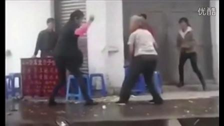 两位婆婆爆笑打架:咏春拳+佛山无影脚!