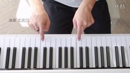 用两根手指演奏唯美钢琴曲_tan8.com