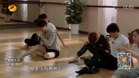 """[长苏小报]一年级大学季:刘芸变""""你很硬""""老师逼疯学生 形体课全程惨叫连连"""
