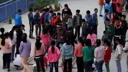 登东小学大课间竹竿舞