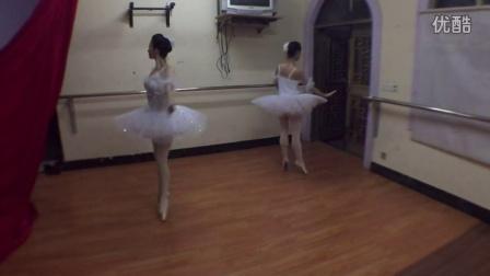 双人古典芭蕾排练