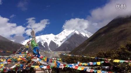 贡嘎山全线徒步穿越在贡嘎寺仰望贡嘎主峰
