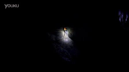 清艳正在通过25米绳降进入地下河另一端