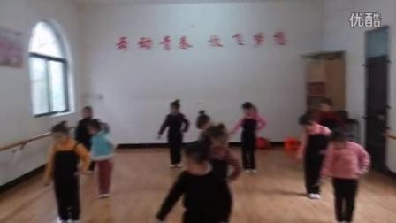 武陟县天天艺术培训中心 15年新生班课堂波浪手组合