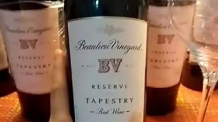 Napa365跟你分享BV挂毯葡萄园精选混酿葡萄酒,这款混酿葡萄酒精致而优雅,风格类似波尔多五大名传统品种呈现出层次的香型及复杂性。