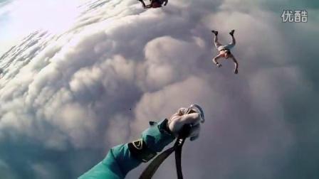 牛人极限挑战没有降落伞从高空热气球上跳下去