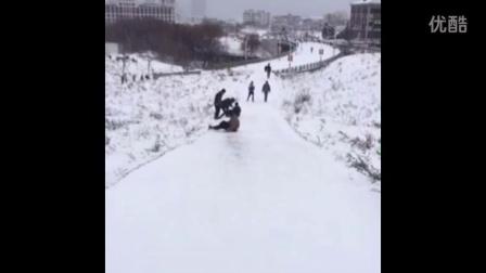 下雪天搞笑视频