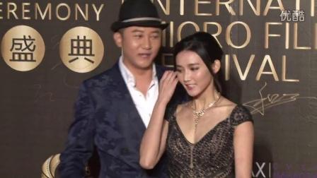 2015海峡国际微电影节 关喆周开开合体亮相红毯