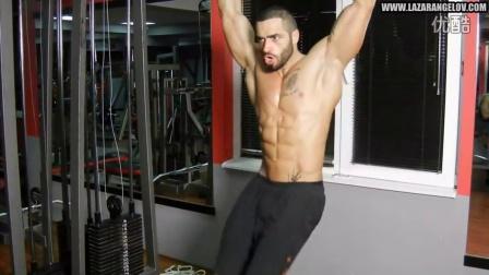 Lazar Angelov 早期腹肌循环训练