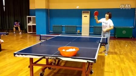 《乒乓球技术训练》实拍两位美女教练打乒乓球之可怕的笑声