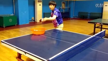 《乒乓球技术训练》实拍美女教练发逆旋转球 学会了不涨分来打我