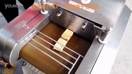 天津客户来厂 冷冻饼干切片机 切饼干机器