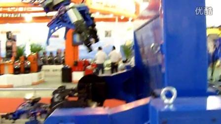 安川机器人快速换夹具视频