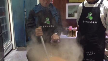 火爆小吃云南过桥米线底料做法视频