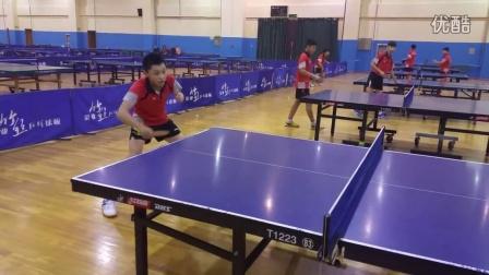 《乒乓球技术训练》全方位展示横拍反手拨球技术练习