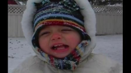 【发现最热视频】超萌小宝贝都冻cry了还在雪中唱圣诞歌