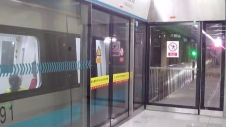 天津地铁3号线(小淀方向)西康路出站