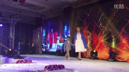 【雅致人生】白艳女儿佳佳 国际超模 带队雅致会员 服装T台秀