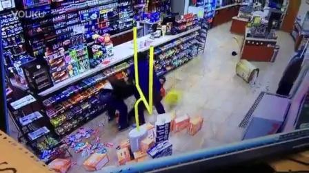实拍超市遭遇抢劫