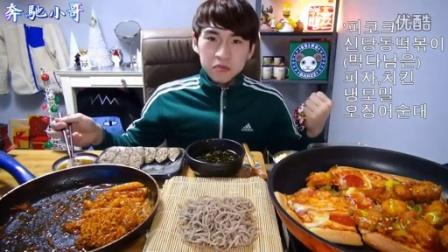 【韩国吃播】奔驰小哥之剩余披萨的吃法+炒年糕+拉面+鱿鱼肠