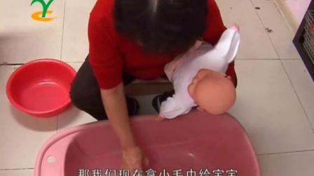 洗澡-乐宝园专业月嫂培训中心