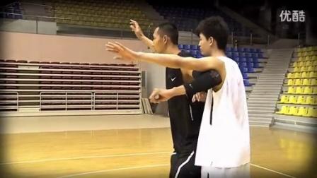 【CBA篮球招牌动作】易建联低位近身