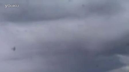 【发现最热视频】哦买噶!实拍飞机飞行表演...
