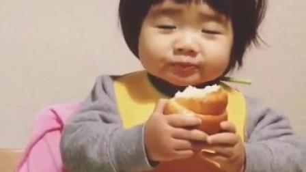 小花吃面包