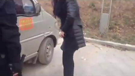 山东男女车震(鲁D097L7)被特警现场抓获