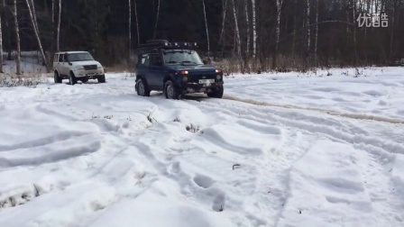 Off-road 4x4 Test in Snow & Mud - Lada Niva vs UAZ