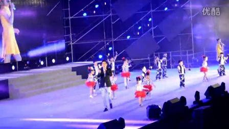 快乐玉米演唱会 珠海 刘奕辰 为凤凰传奇伴舞《最炫名族风》2015.12.19