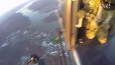 西点军校的跳伞训练视频