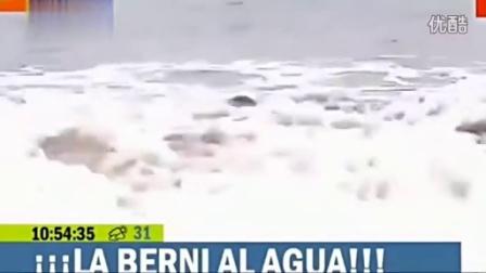 智利女记者直播中比基尼滑落走红