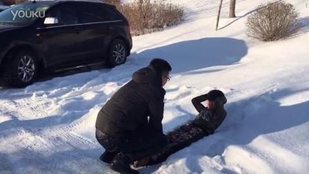 太残忍了!零下三十度雪地男孩上声乐课