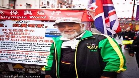 中国农民骑三轮环游世界:途中温差80摄氏度, 喝二锅头健身