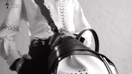 FashionModels:Mae Lapres - Tod's Band- The Wave Bag