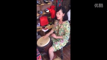 《小宝贝》打手鼓的妹纸手机视频拍摄~~~~~丽江