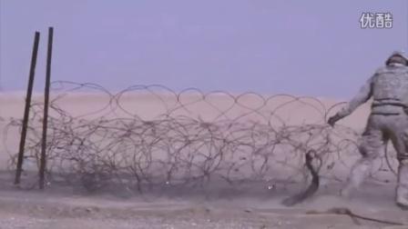 美国军队使用其最好的武器在沙漠展开行动