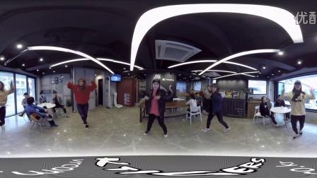 [360度全景]漂亮美女大跳街舞 VR虚拟现实能不能感觉到我的脸_VR资源网(VRZY.COM)