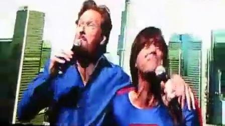 主持人柯南奥布莱恩与超人金凯利斗唱