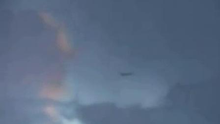 惊!闪电袭击飞机