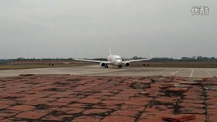 湛江机场ZGZJ东航云南737-700孔雀彩绘降落滑行