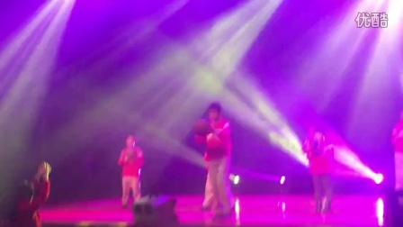 泰州市篮球培训基地学员在蒲津大剧院为白米人民表演(1)