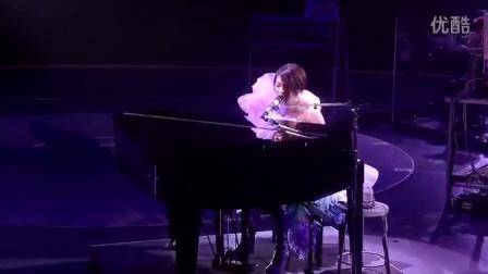 宇多田光 - Sakura Drops. Wild Life. Live 2010.