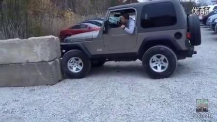 66_实拍逗比青年驾驶2005款吉普牧马人卢比肯攀爬翻车_Jeep_Rubicon