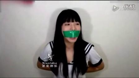 视频  韩国妹子把自己的嘴贴上胶带,然后拼命挣脱证明电视里都是胡扯
