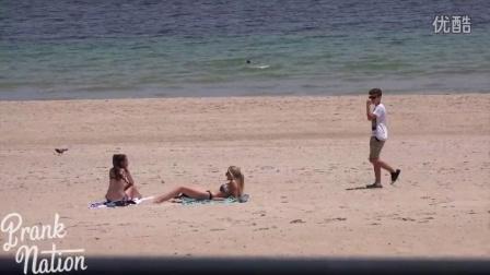 14岁正太沙滩搭讪比基尼性感辣妹