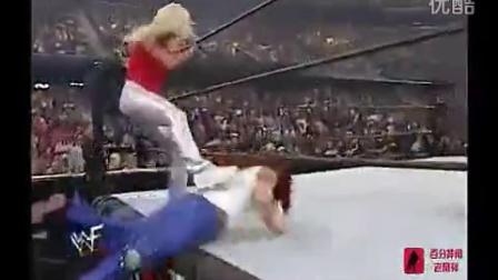 欧美美女摔跤暴力脱衣服裤子视频,这到底是美女摔跤大赛还是撕衣赛呀!