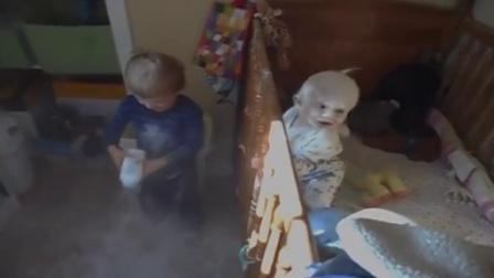 【发现最热视频】53秒惊现外星人!熊孩子把弟弟搞成这样
